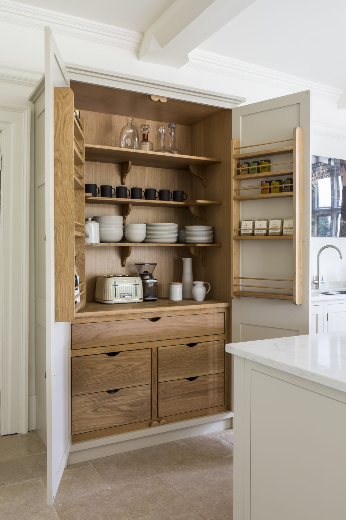 Langstaff-Ellis Luxury Cotswold Kitchen Oak detailing
